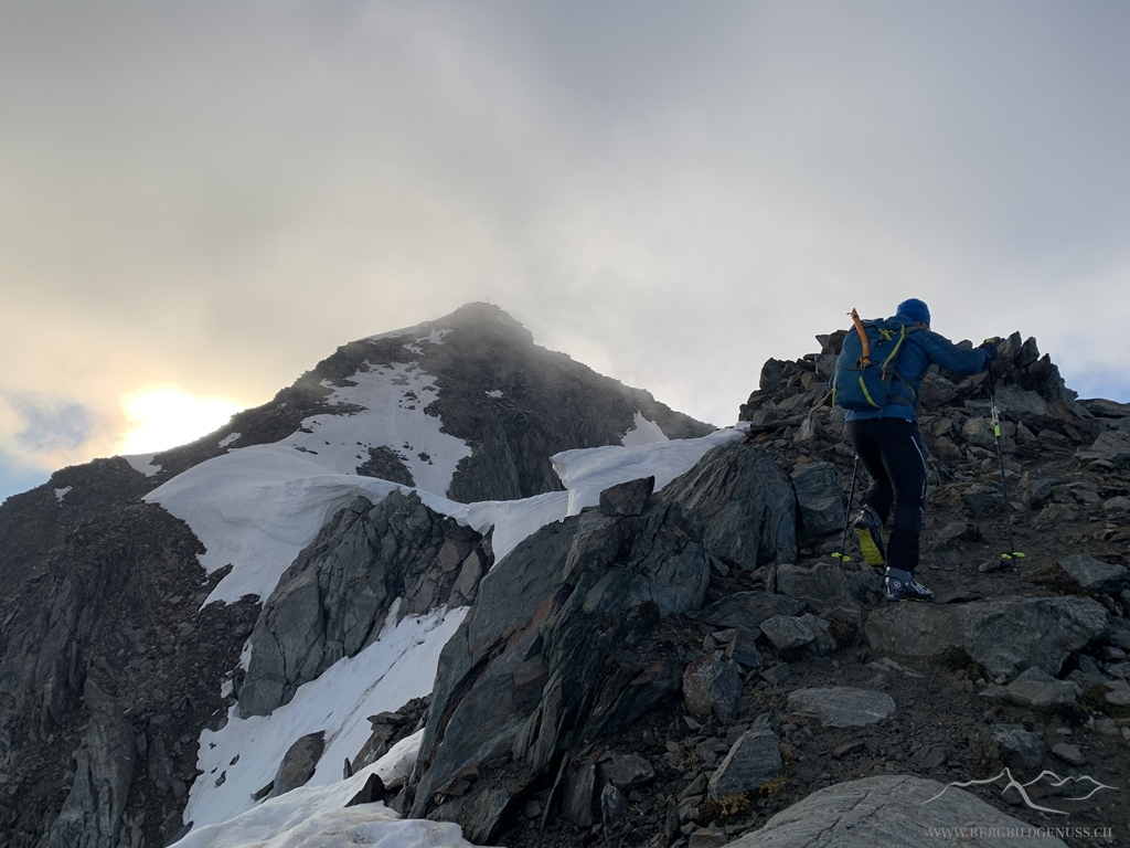 Bereits auf dem Grat - bis zum Gipfel gehts zu Fuss weiter