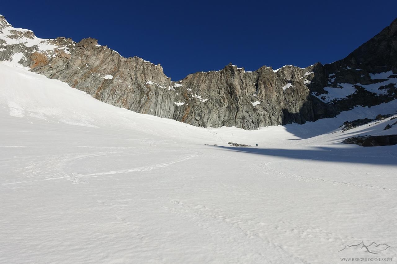Bald am Skidepot (möchte man nur den Tiefenstock besuchen, kann man die Skier getrost unten lassen)
