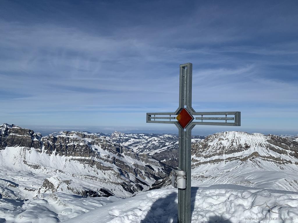 Das schöne Gipfelkreuz auf dem Seestock