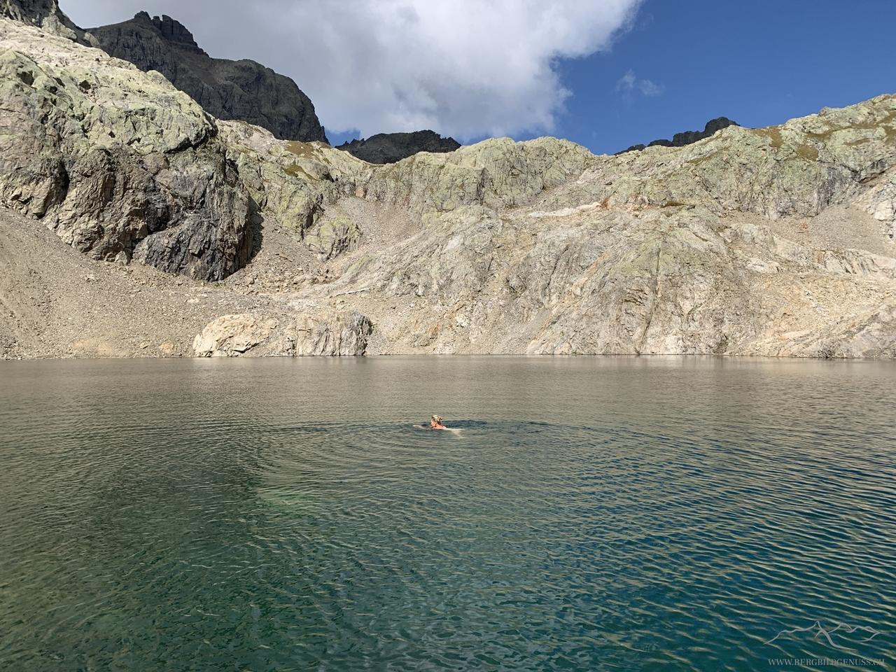 Der See ladet zum Bade..zumindest eine..