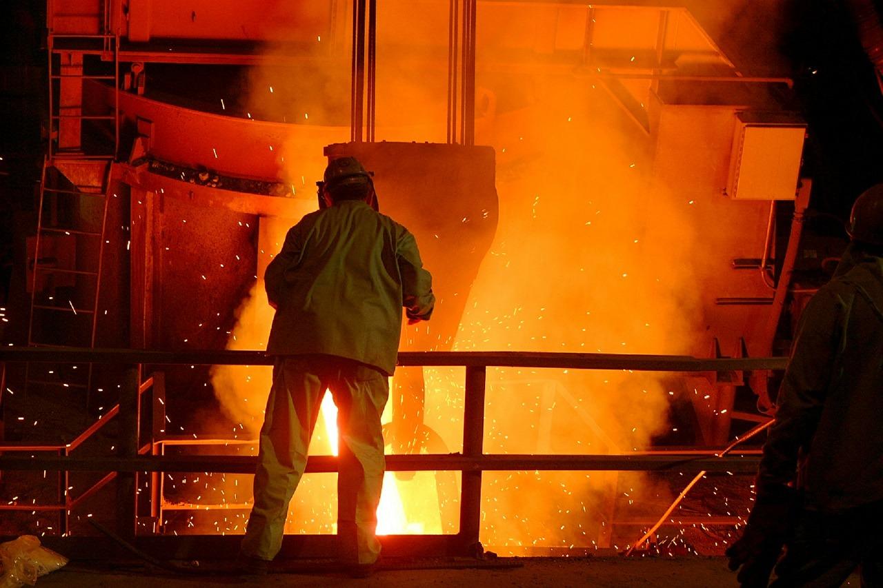 Als Erz im Stahlwerk zum Erzeugnis/Profil
