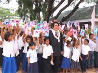 深見東州さんと孤児院の子どもたち
