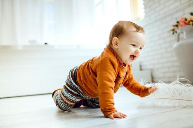 7 Gründe, warum dein Kind auf jeden Fall krabbeln sollte