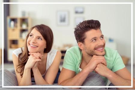 Paar-glücklich-neues-zuhause-immobilie-besichtigung-home-staging-johannsen-kiel