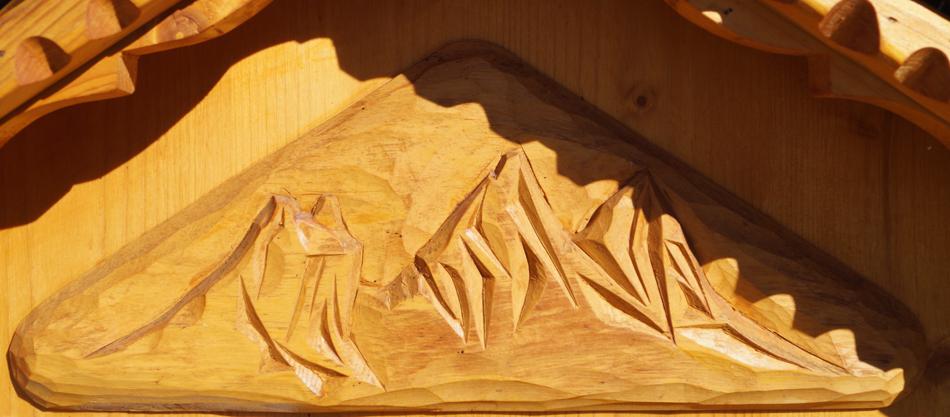 Les Aiguilles d'Arves sculptées dans du bois.