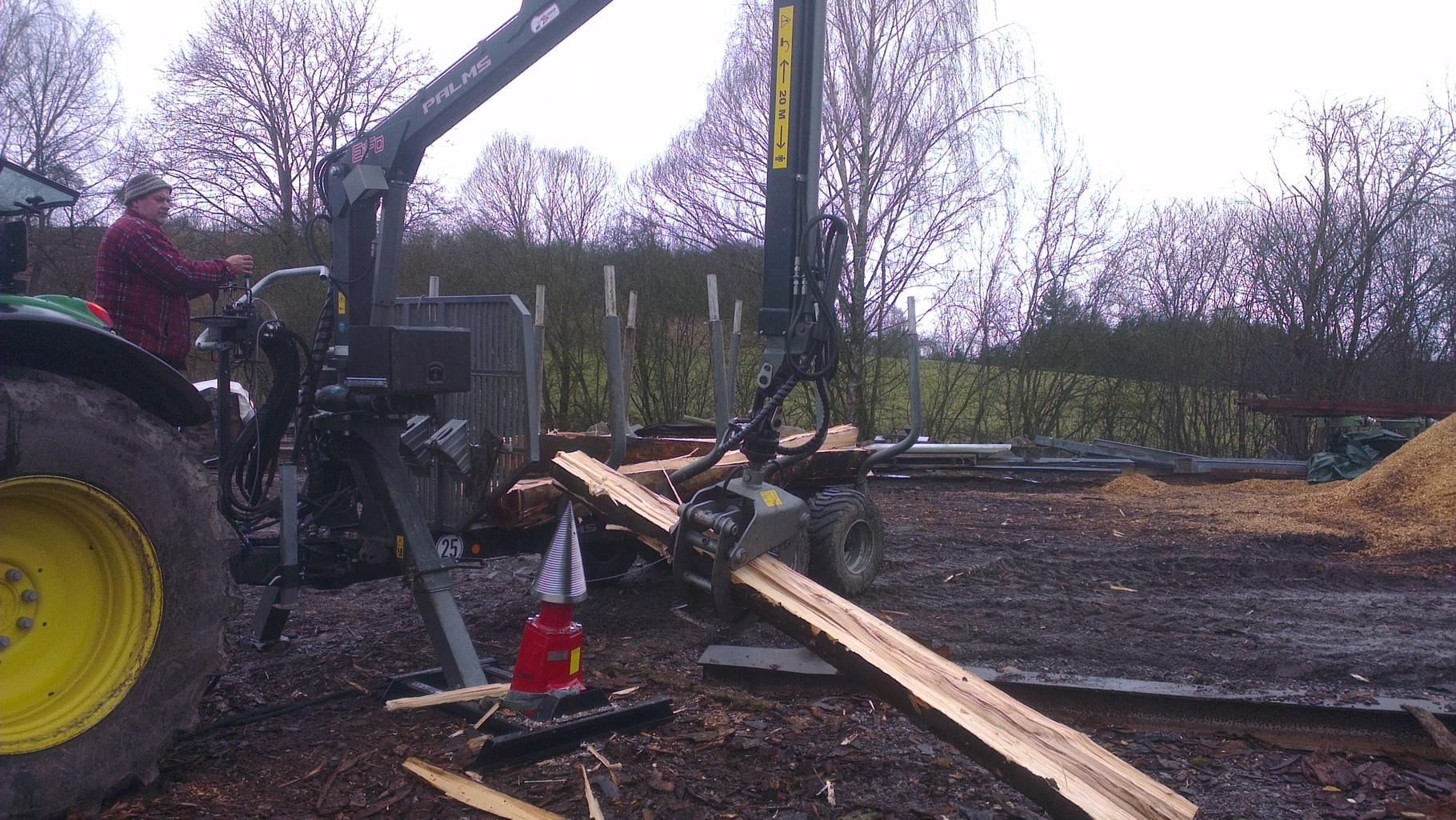 überstarkes Holz vorspalten