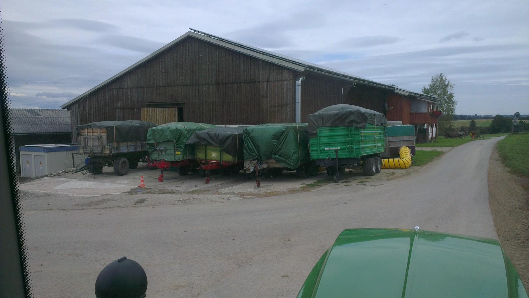 Bei der Biogasanlage wird das Brennholz getrocknet