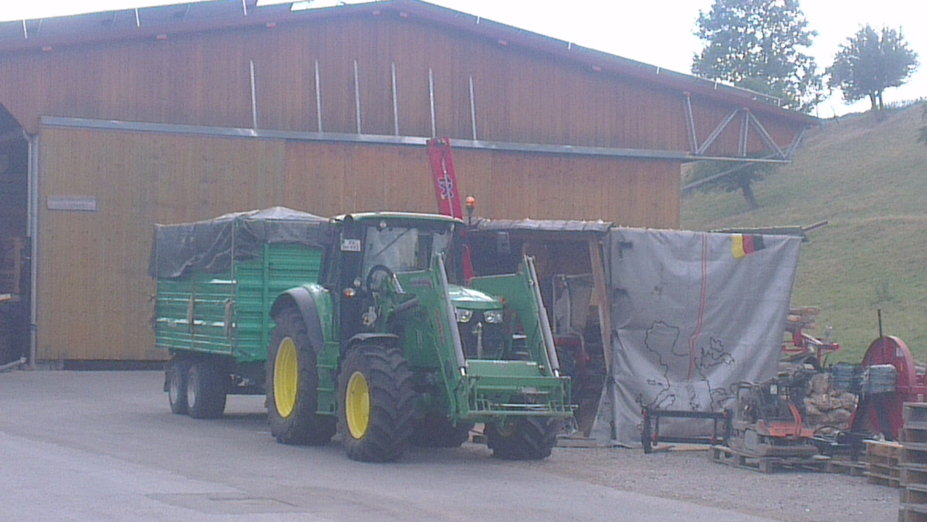 Transport von Brennholz in die Biogasanlage