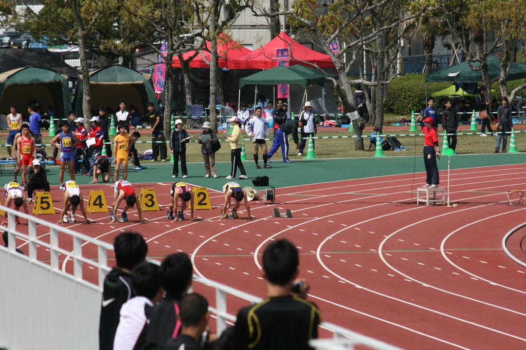 まずは男子100m 笹本