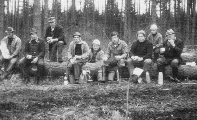 Pause für Vereinsmitglieder bei den Waldarbeiten