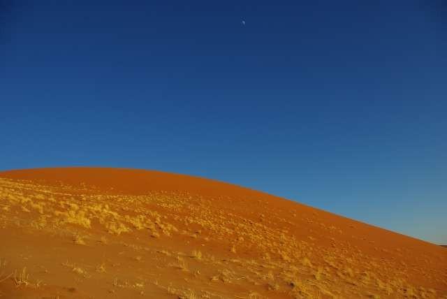 Coucher de lune sur les dunes de Sossusvlei
