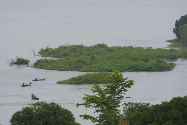 Les pêcheurs sur le fleuve