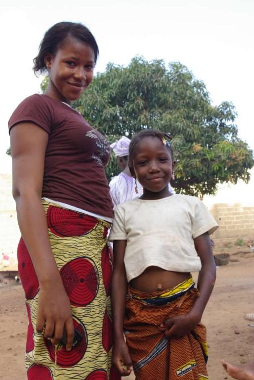 Bintou et une petite fille