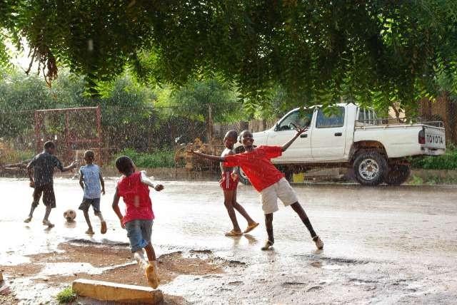Football sous la pluie (1)