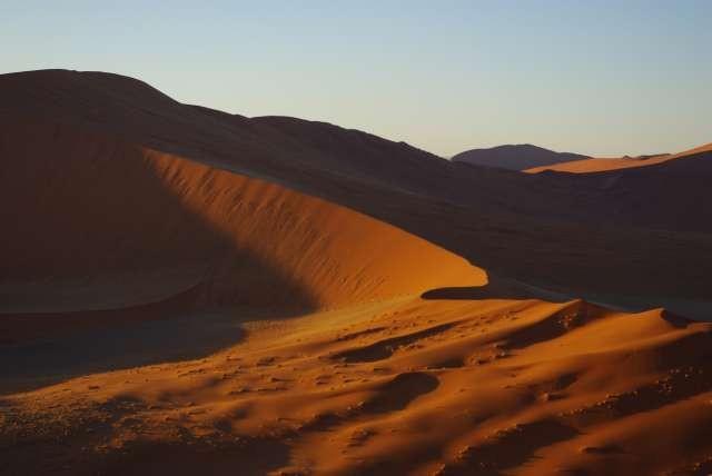 Lever du soleil sur les dunes de Sossusvlei