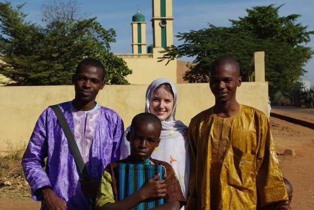 Avec Vieux (à gauche), Boubacar (à droite) et un des fils de Fatoumata