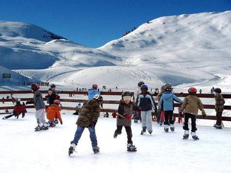 Nistos Cap Nestes, une patinoire, une piste de luge, au pied des pistes de ski de fond