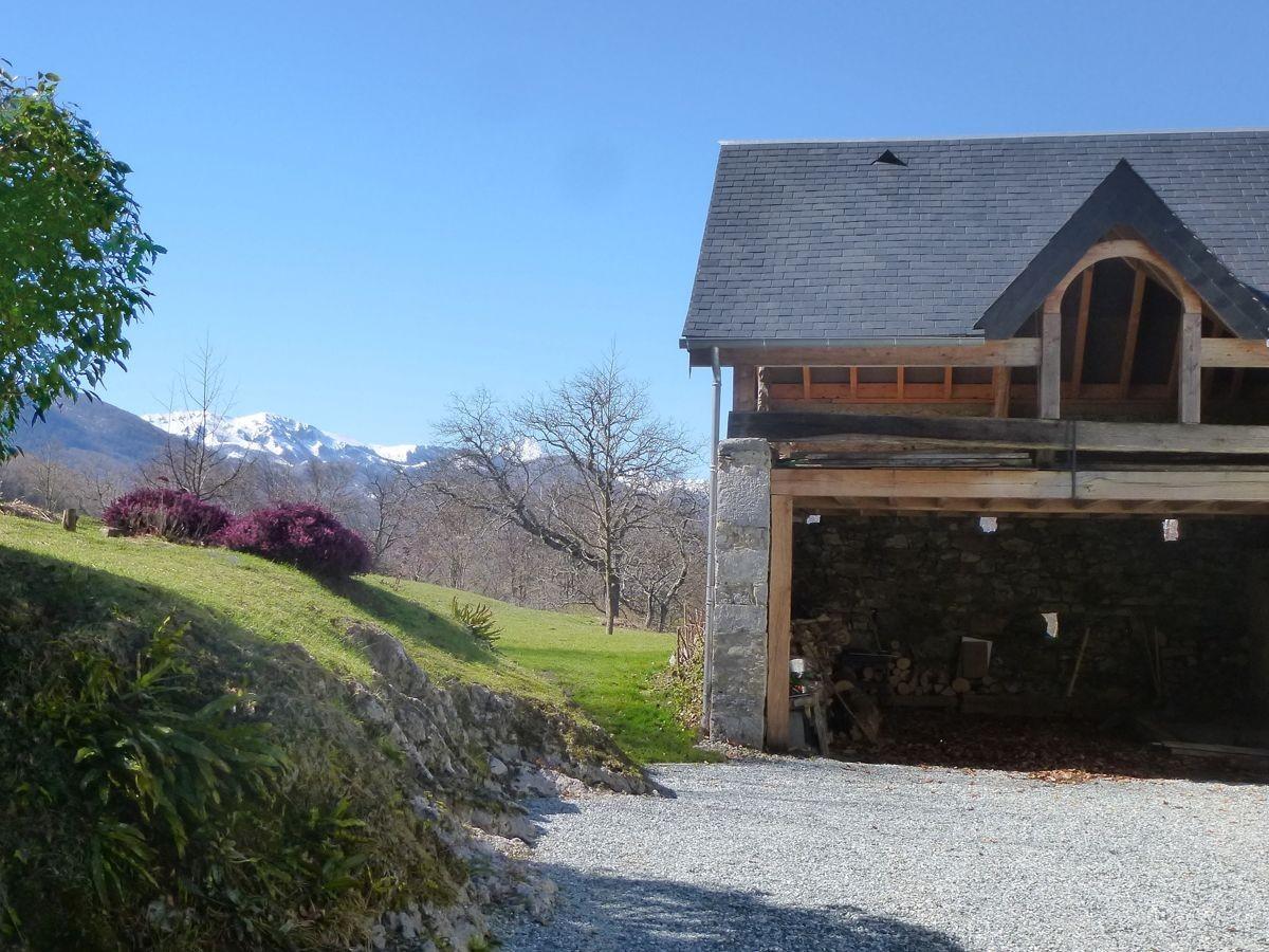 La grange, le garage, le Pic du midi derrière.