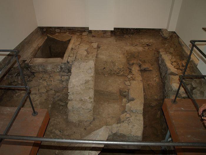 Blick auf die Ausgrabungen