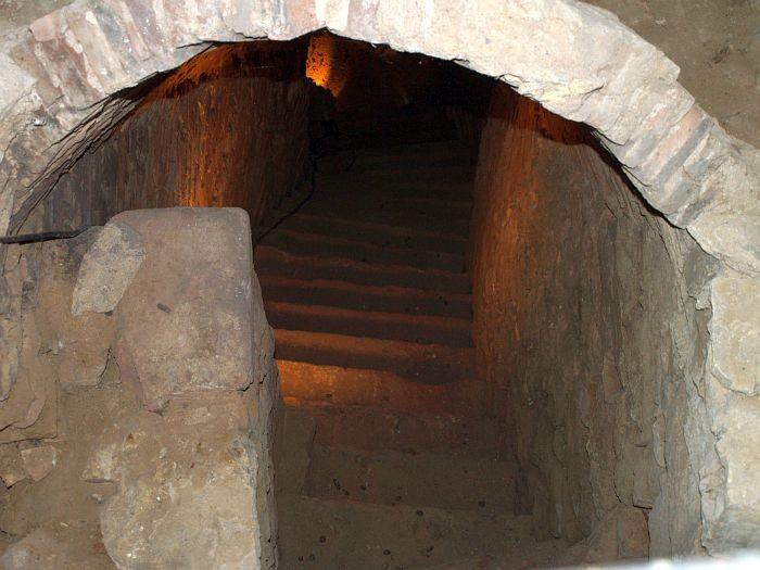 Treppenabgang zum Tauchbecken