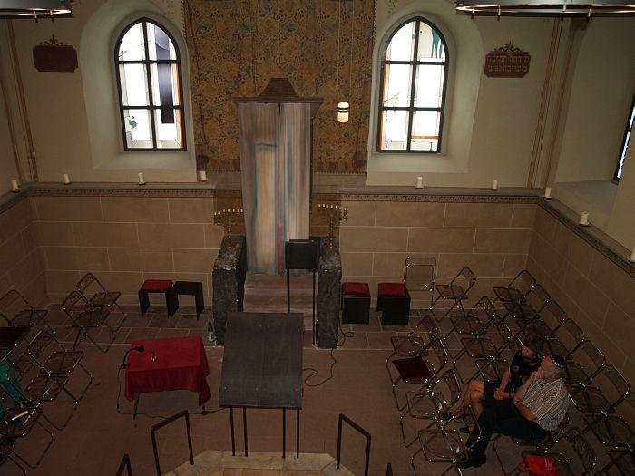 Blick von der ehemaligen Frauenempore in den Betsaal.