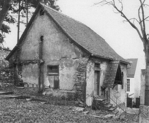 Das Synagogengebäude von Südwesten vor der Renovierung