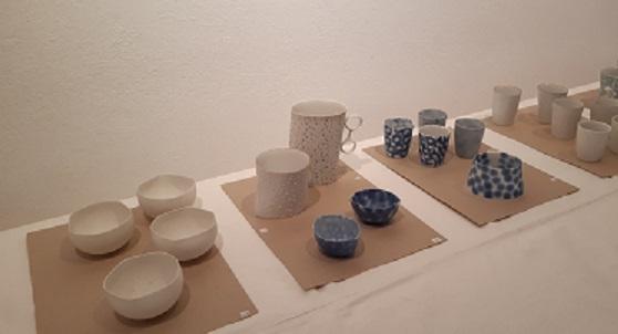 Diverse Porzellanbecher von Nela Havlickova