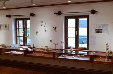 im Museum Kautzen,Detail der Porzellankunst-ausstellung