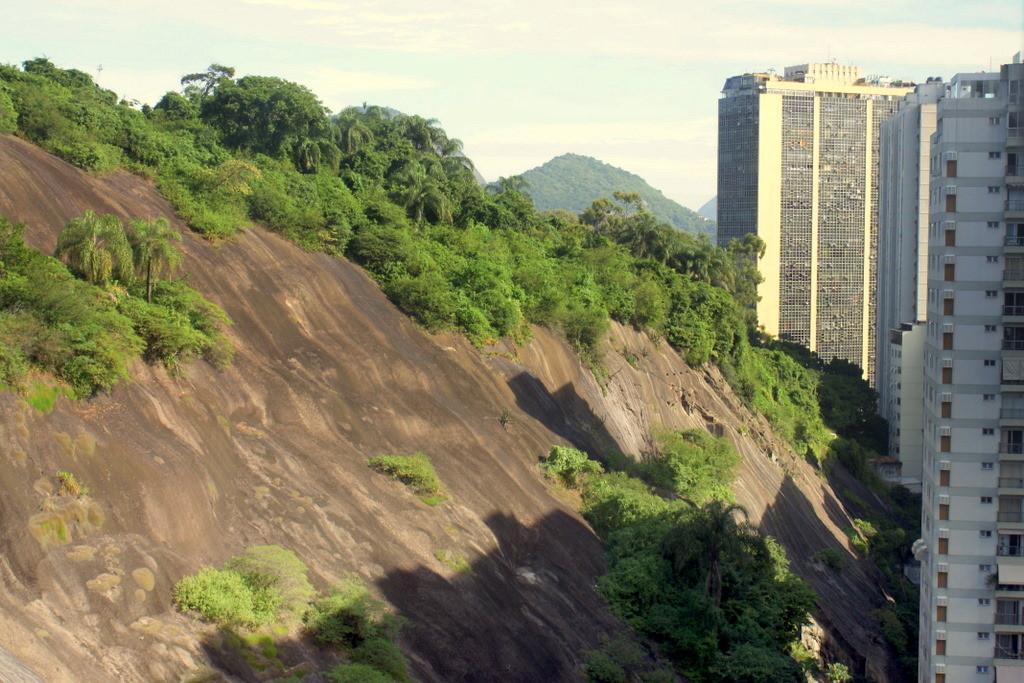 Berg vs. Hochhaus in Flamengo