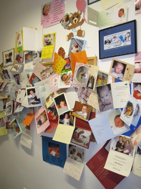 Zahlreiche Dankeskarten der Patientinnen