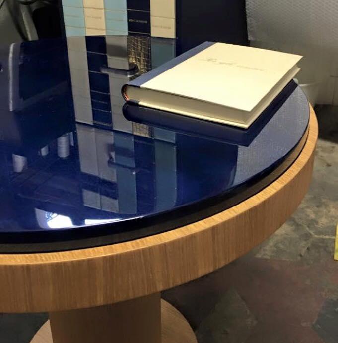Libro e tavolo pergamena
