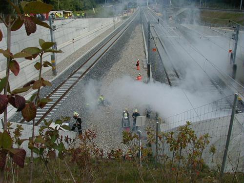Die Feuerwehren bereiten sich auf den Einsatz im Tunnel vor
