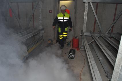 Eine grosse Nebelmaschine im Einsatz