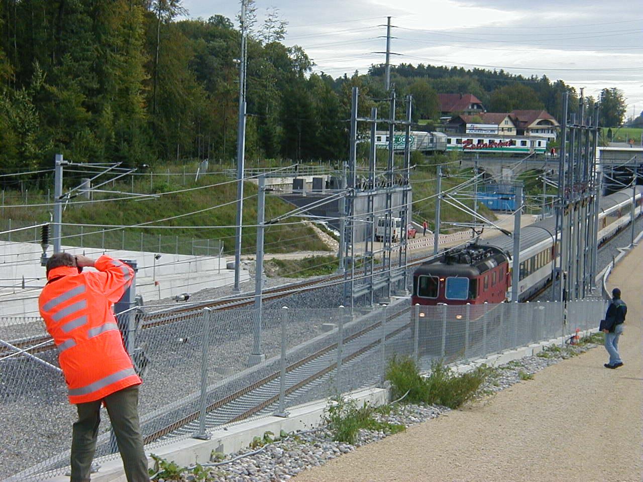 Der Zug mit 257 Figuranten fährt ins Tunnel ein