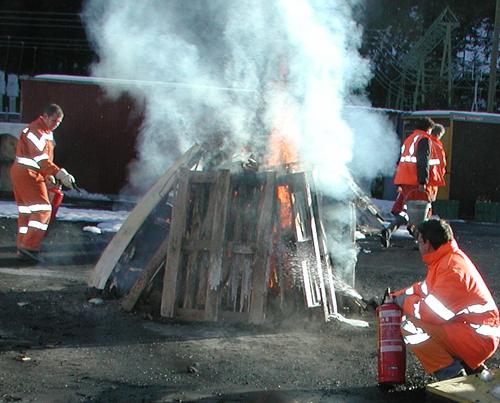 Bei grösserem Feuer / Brandlasten benötigt es auch grössere Einsatzmittel
