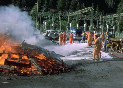 """Trotz """"viel"""" Feuer, die Tunnelbauarbeiter bekommen es gut in den Griff"""
