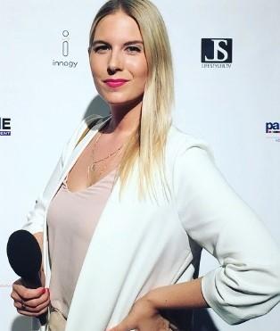 Britta Brand kommt aus Köln und hat jahrelang hinter der kamera bei einer Produktionsfirma in den unterschiedlichsten Bereichen gearbeitet.