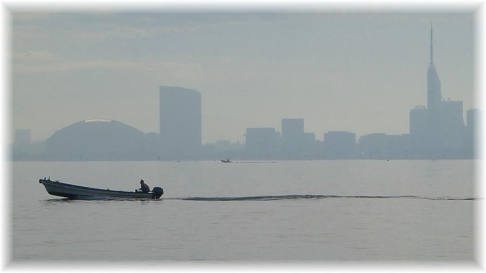 朝もやの百道浜(福岡県福岡市)
