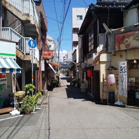 高知の昔からの小さな商店街・・。