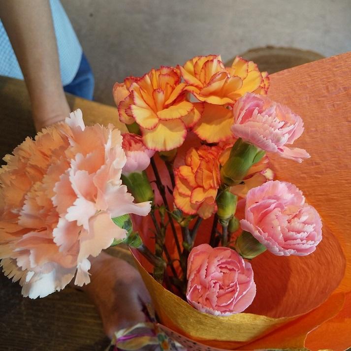 お得意様から頂いた母の日のお花です。