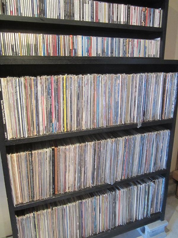 アナログ盤レコード等もあります・・。
