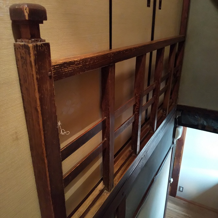 当店の2階に上がる階段~約80年前位のもの・・。