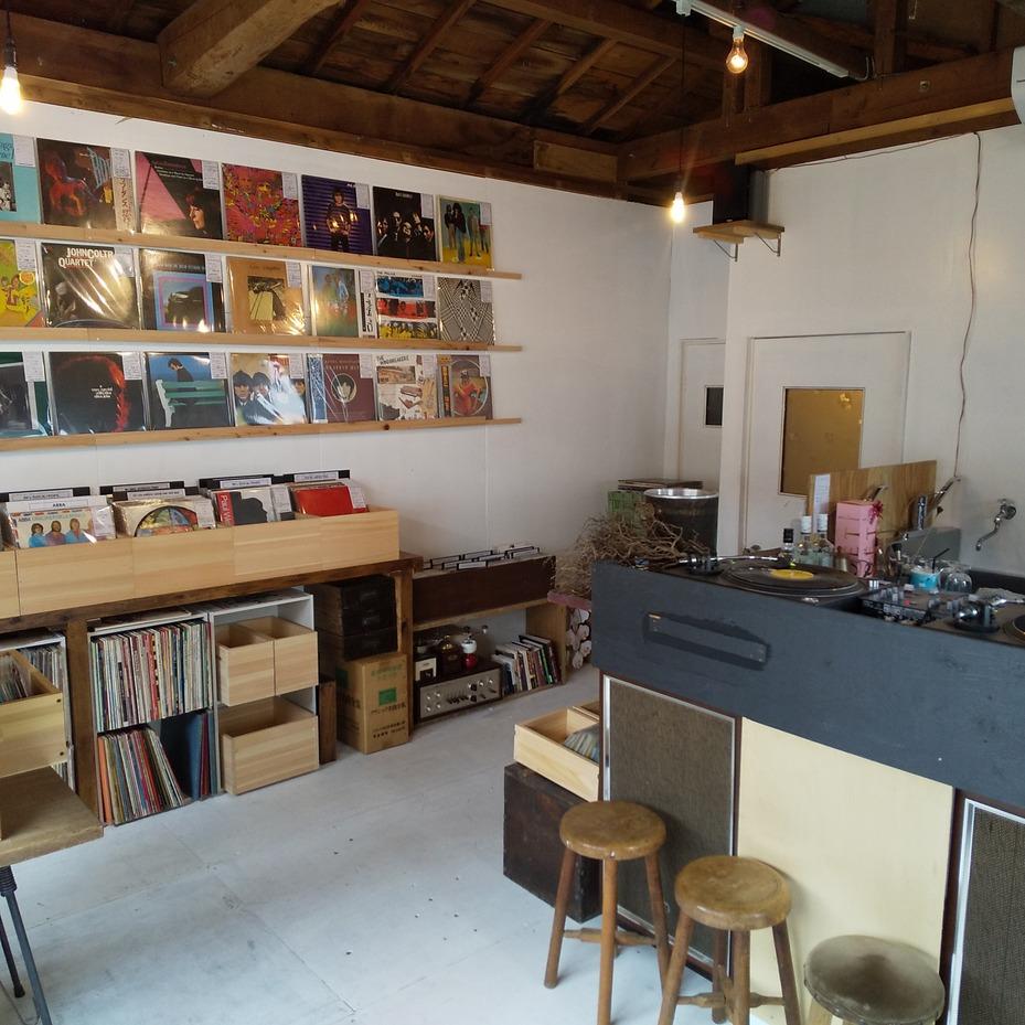 高知市に出来た中古レコード店です。