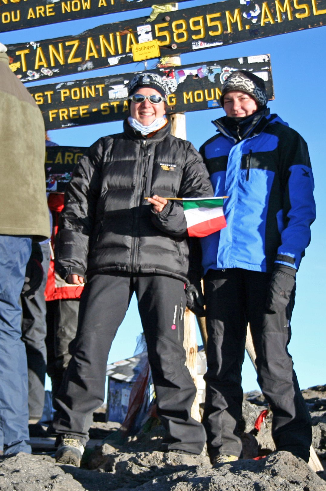 Kilomanjaro 2008. 5895 Meter. Ich links Juls rechts ;-).