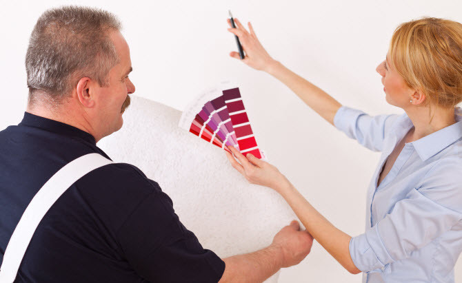 residential painter providing painting estimate