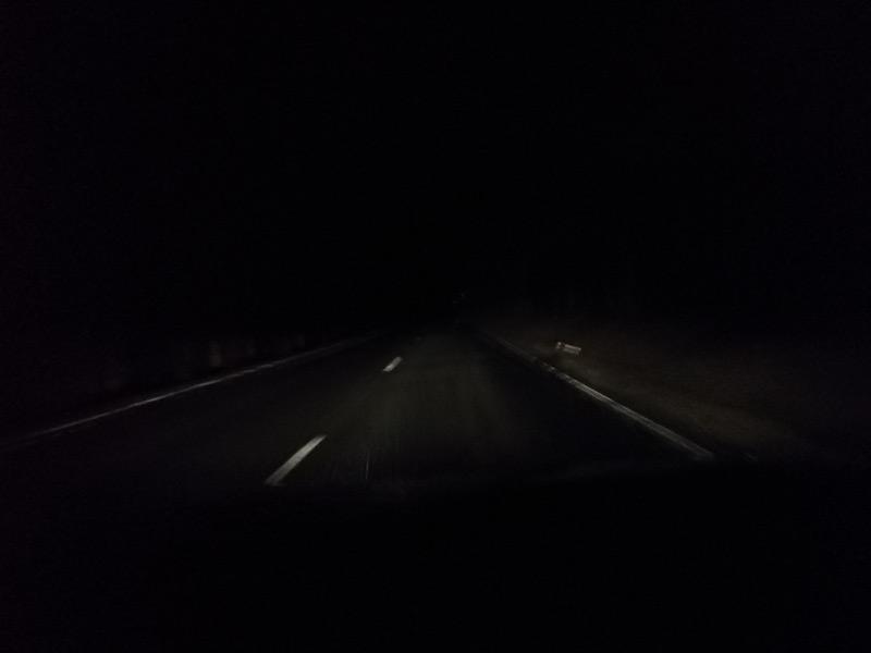 Mieses Wetter, mitten in der Nacht ... ahhh, da sind Berge ;-)