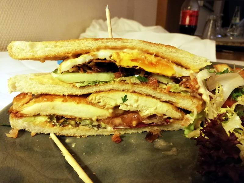 Was für ein fantastisches Sandwich! Und die Pommes dazu, mmmmhhh!