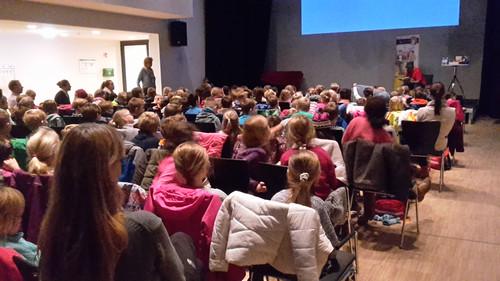 Bundesweiter Vorlesetag vor 150 Grundschülern in Bad Oldesloe