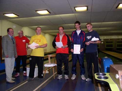 Siegerehrung Klasse 4-1, Herren mit Stefan Sulski (3. Platz, 438 Holz, 2. von rechts)