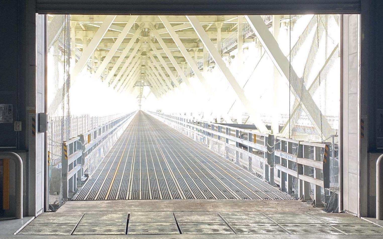 明石海峡大橋塔頂見学してきました!!橋の上も歩けますよ〜!!足の下は海!!